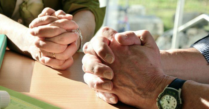 imadkozo kezek