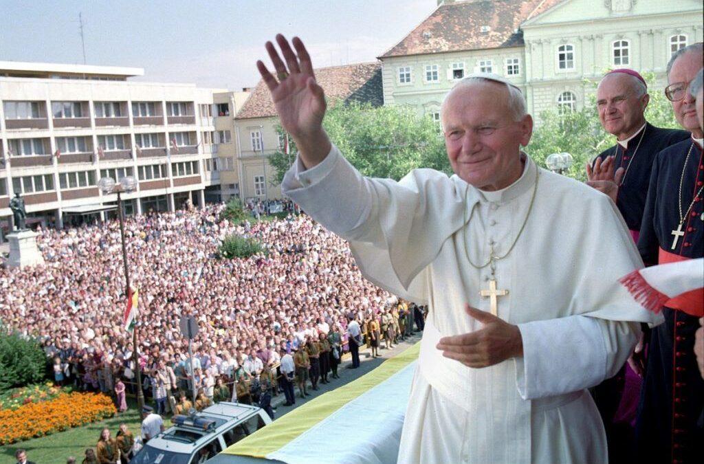 Száz éve született Szent II. János Pál pápa